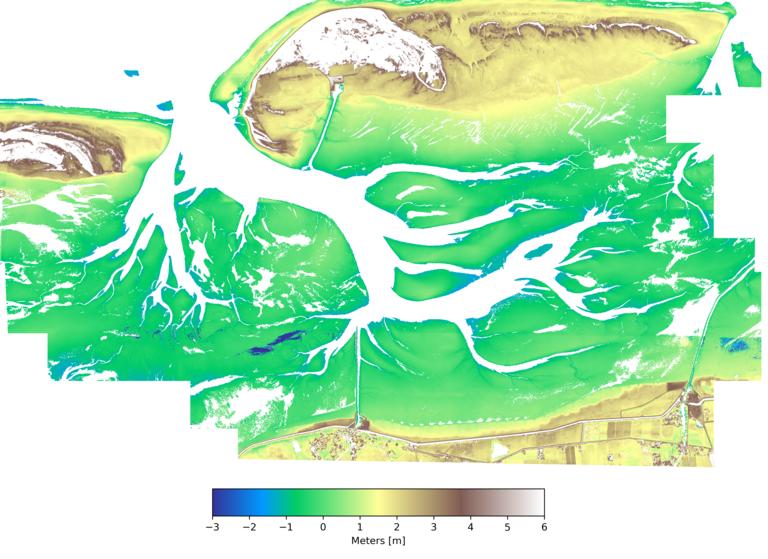 Digitales SAR-Oberflächenmodell aus fusionierten X-Band- und S-Band-Daten von trockengefallenen Gebieten an der Otzumer Bajle